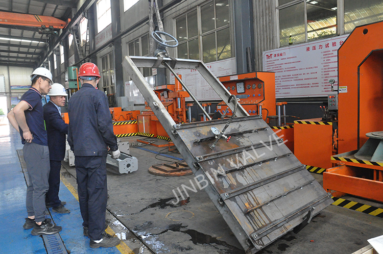 Jinbin stainless steel bi-directional sealing penstock gate passed the hydraulic test perfectly