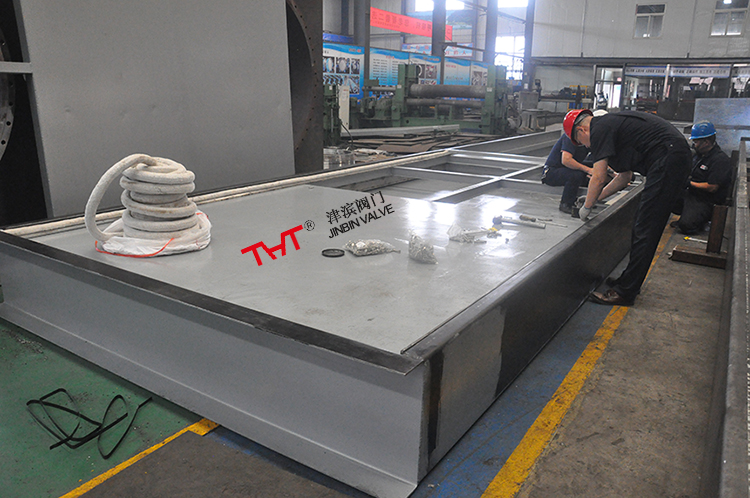 The 3500x5000mm underground flue gas slide gate was finished production