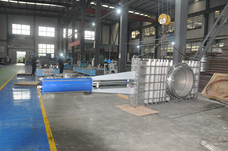 Production of DN1000 pneumatic airtight knife gate valve has been completed