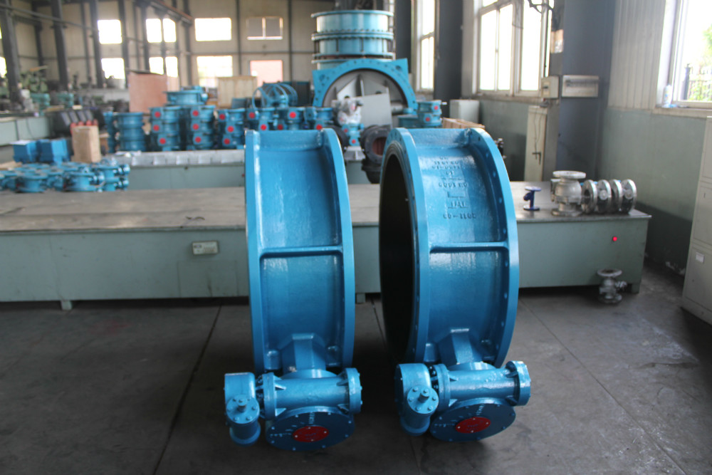 Bare stem flanged butterfly valve